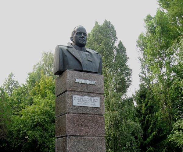 Бюст Маршалу Г. К. Жукову